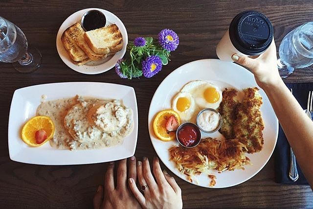 Breakfast 💘 #BreakfastDate #Wayfarer #Surfsand #ExploreCannonBeach  rg: @sarahtherose_ Breakfast with my person at our favorite breakfast spot in cannon beach. I feel like we are on our honeymoon all over again.