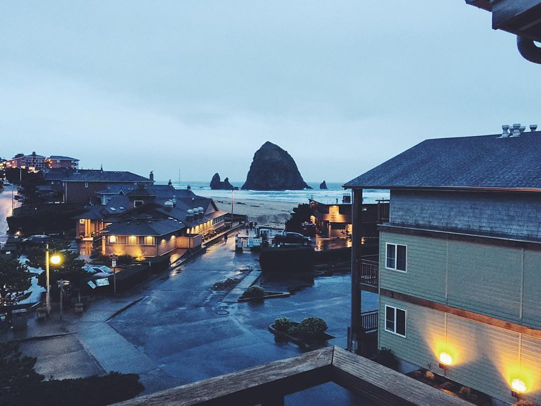 Some places offer a balcony; we offer ones with a view. 📷: @the_q #Surfsand #HaystackRock #ExploreCannonBeach #FromWhereISit #ThatViewTho